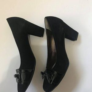 Elegant suede pumps